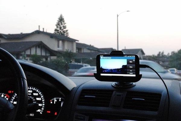 Cómo utilizar la cámara del móvil para grabar viajes en el coche