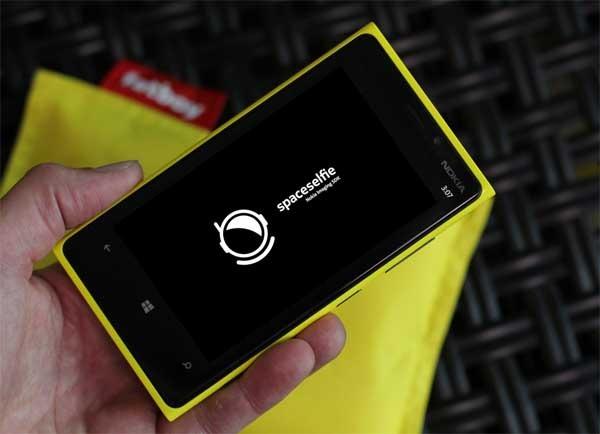 Spaceselfie, Nokia lleva las autofotos o selfies al espacio