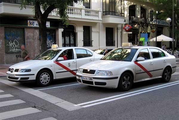 Los taxistas españoles se levantan en huelga en contra de la app Uber