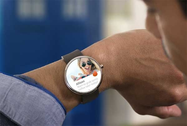 Tinder, la app para ligar da el salto a los relojes Android Wear