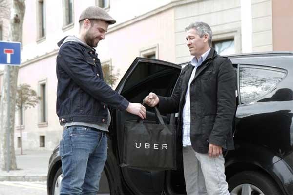 Uber vuelve a Barcelona como transporte de comidas a domicilio