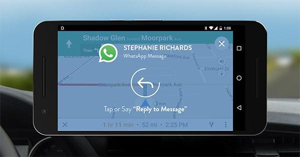Cómo escuchar los mensajes de WhatsApp y Telegram mientras conduces