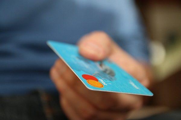 Cómo añadir una tarjeta de crédito o cuenta PayPal en Google Play Store