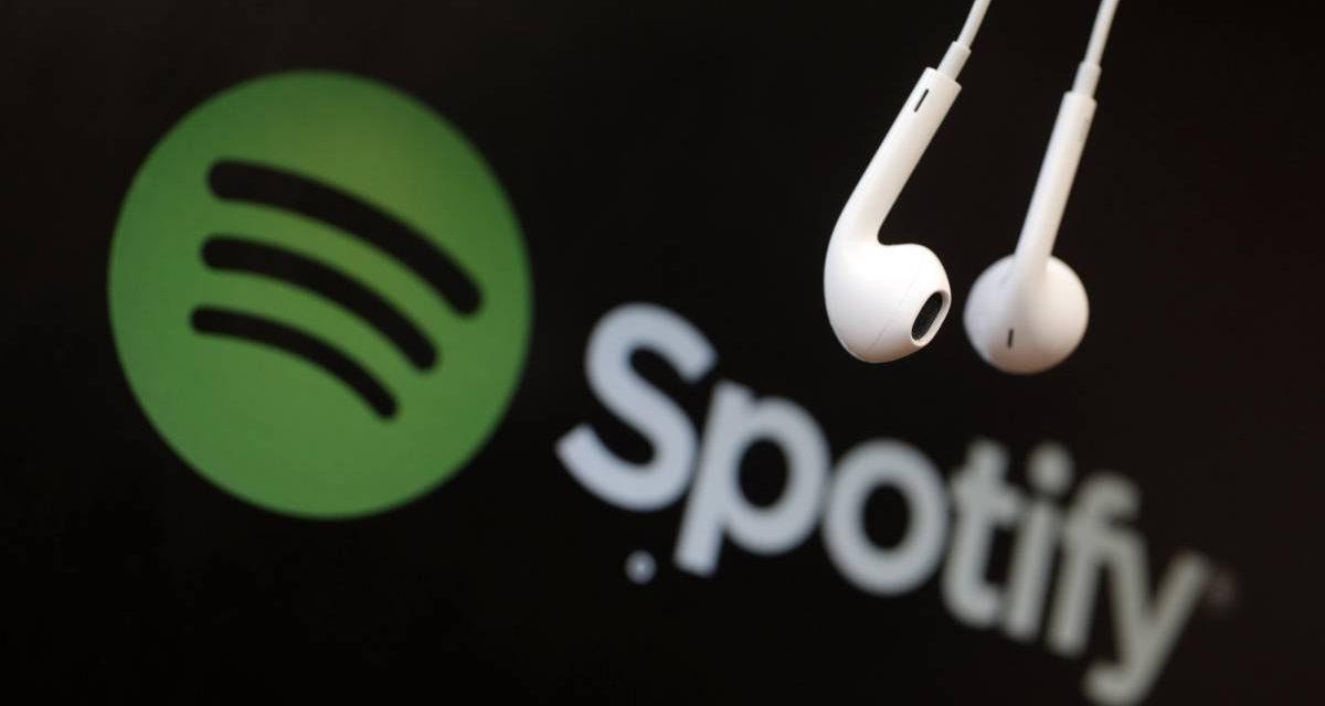 Spotify suspenderá cuentas gratuitas que bloqueen sus anuncios