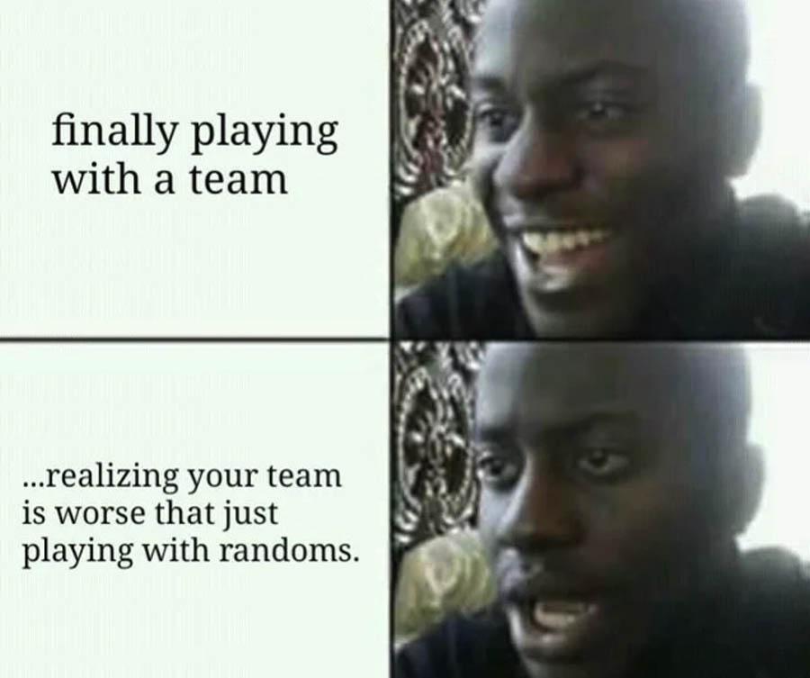 Cuando estás jugando solo y consigue reunir un equipo