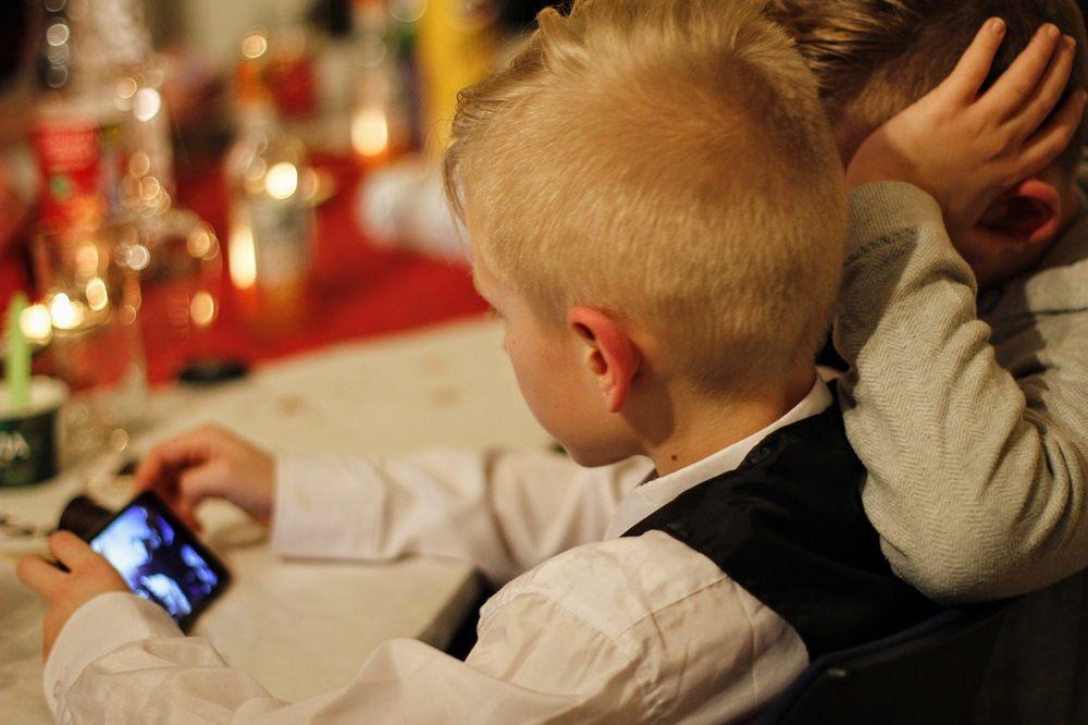 Así puedes limitar las aplicaciones y tiempo de uso del móvil a tu hijo
